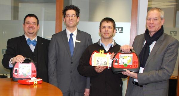 Defibrillatoren in Volksbank-Filialen Boppard und Emmelshausen aufgestellt